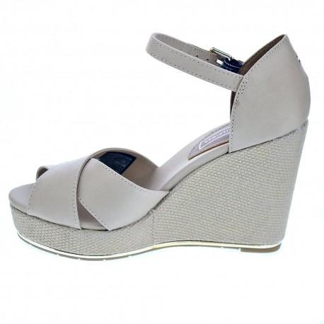 Feminine Wedge Sandal Basic