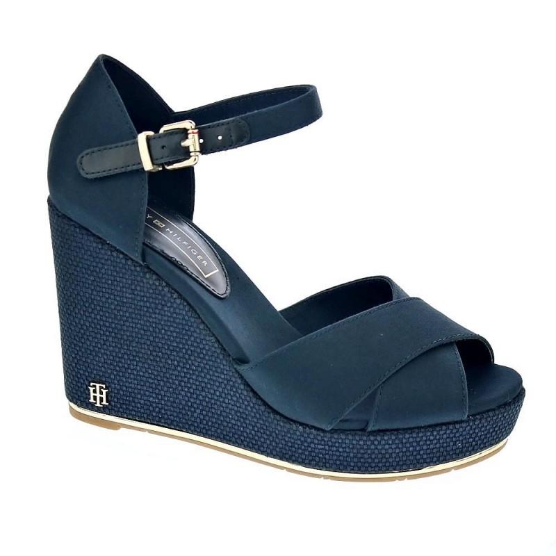 Feminie Wedge Sandal Basic