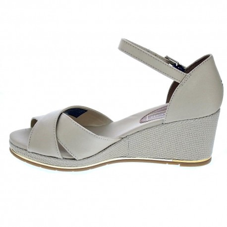 Feminine Mid Wedge